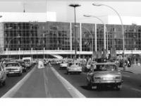 Bundesarchiv_Bild_183-R0421-0038,_Berlin,_Palast_der_Republik