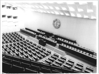 Bundesarchiv_Bild_183-R0421-030,_Berlin,_Palast_der_Republik,_Plenarsaal