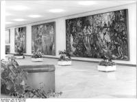 Bundesarchiv_Bild_183-R0422-0027,_Berlin,_Palast_der_Republik,_Bildergalerie