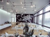 Bundesarchiv_Bild_183-R0422-414,_Berlin,_Palast_der_Republik,_Restaurant