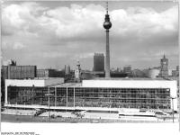 Bundesarchiv_Bild_183-R0423-0026,_Berlin,_Palast_der_Republik,_Fernsehturm