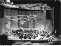 Bundesarchiv_Bild_183-R0429-0046,_Berlin,_Palast_der_Republik,_Konzert