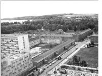 Bundesarchiv_Bild_183-R0714-0313,_Neubrandenburg,_Karl-Marx-Platz,_Hotel__Vier_Türme_