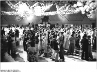 Bundesarchiv_Bild_183-R0909-0034,_Berlin,_Palast_der_Republik,_Olympiaball