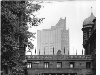Bundesarchiv_Bild_183-R1021-0025,_Leipzig,_Lotterstraße,_Universitätshochhaus