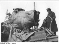 Bundesarchiv Bild 183-S92202, Berlin, Demontage Nationaldenkmal Kaiser Wilhelm I.