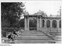 Bundesarchiv_Bild_183-S97647,_Berlin,_Friedrichshain,_Märchenbrunnen