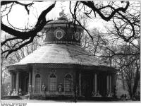 Bundesarchiv_Bild_183-T0412-0018,_Potsdam,_Park_Sanssouci,_Chinesisches_Teehaus