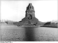 Bundesarchiv_Bild_183-T0517-0309,_Leipzig,_Völkerschlachtdenkmal