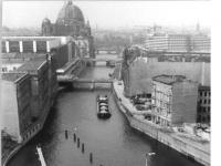Bundesarchiv_Bild_183-T0913-0300,_Berlin,_Mühlendammbrücke