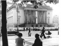 Bundesarchiv_Bild_183-T1011-0025,_Berlin,_Deutsche_Staatsoper,_Außenansicht