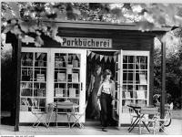 Bundesarchiv_Bild_183-U0721-0007,_Berlin,_Pankow,_Parkbücherei