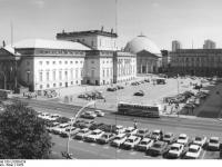 Bundesarchiv_Bild_183-U1206-024,_Berlin,_Deutsche_Staatsoper,_St._Hedwigskirche