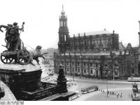 Bundesarchiv_Bild_183-W0325-0028,_Dresden,_Hofkirche