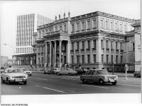 Bundesarchiv_Bild_183-W0423-0008,_Berlin,_Palais_Unter_den_Linden