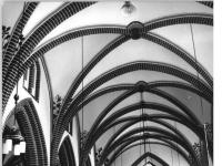 Bundesarchiv_Bild_183-W1129-0013,_Neubrandenburg,_Johanneskirche,_Mittelschiff,_Altar