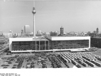 Bundesarchiv_Bild_183-Z0411-127,_Berlin,_Palast_der_Republik,_Fernsehturm