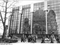Bundesarchiv_Bild_183-Z0421-022,_Berlin,_Palast_der_Republik,_Berliner_Dom