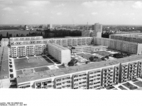 Bundesarchiv_Bild_183-Z0605-004,_Leipzig,_Grünau,_Wohnblocks