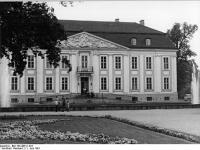 Bundesarchiv_Bild_183-Z0611-023,_Berlin,_Schloss_Friedrichsfelde