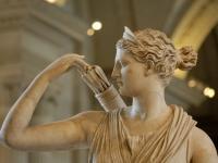 Detail_Diana_Versailles_Louvre_Ma589