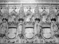 Escudos_de_los_Reyes_Católicos_en_San_Juan_de_los_Reyes_(Toledo,España)