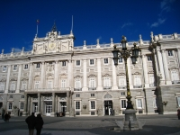 Exterior_of_the_Royal_Palace_of_Madrid,_detail_from_courtyard