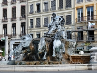 Fontaine_de_Bartholdi_Lyon_250709_01