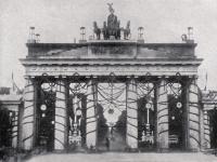 Geschmücktes_Brandenburger_Thor_1871