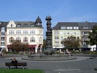 Die Historiensäule auf dem Josef-Görres-Platz in Koblenz