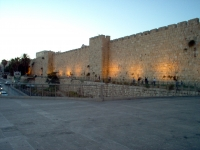 Jerusalem_-_Walls_leading_to_Jaffo_Gate