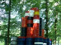 """installation """"Barrels"""" (1969) von Christo im Skulpturenpark des Kröller-Müller Museum (KMM), Otterlo, Niederlande."""