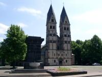 Basilika St. Kastor mit dem Kastorbrunnen in Koblenz