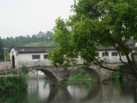 Lang_Bridge_(covered_bridge)_in_Changxi,_She_County,_Anhui_Province,_China