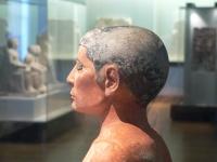 Sitzender Schreiber aus Sakkara, in der Sammlung des Louvre