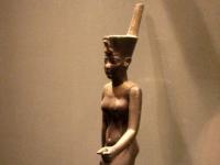 Statuette der ägyptischen Göttin Neith, Louvre, Paris