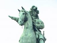 LudwikXIV monumentAtVersaillesEntry