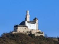 Die Marksburg in Braubach vom Rhein aus gesehen (Westseite).