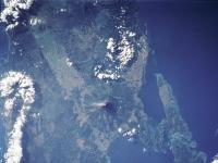 Vulkan Mayon aus dem Weltraum