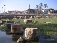 Ruinen der Säulenhalle und Pylon von Ramses II