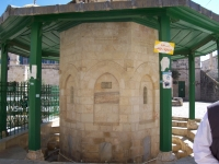 Monk_on_temple_mount2