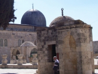 Monks_in_temple_mount