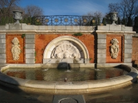 Monument to Jacinto Benavente, Parque del Buen Retiro, Madrid - water feature