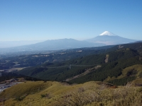 Mount_Fuji_and_Mount_Ashitaka_20101204_b