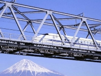 Mt._Fuji_and_Shinkansen