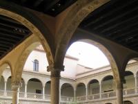 Museo_de_Santa_Cruz,_Toledo_-_couryard_1