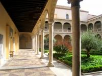 Museo_de_Santa_Cruz,_Toledo_-_couryard_2