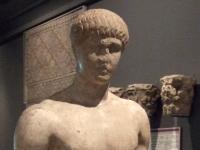 Museo de Zaragoza-Estatua varonil