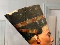 Nefertite_altes_Museum3