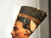 Nefertiti_altes_Museum2